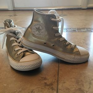 LN Converse high tops gold pebble leather kid 12.5